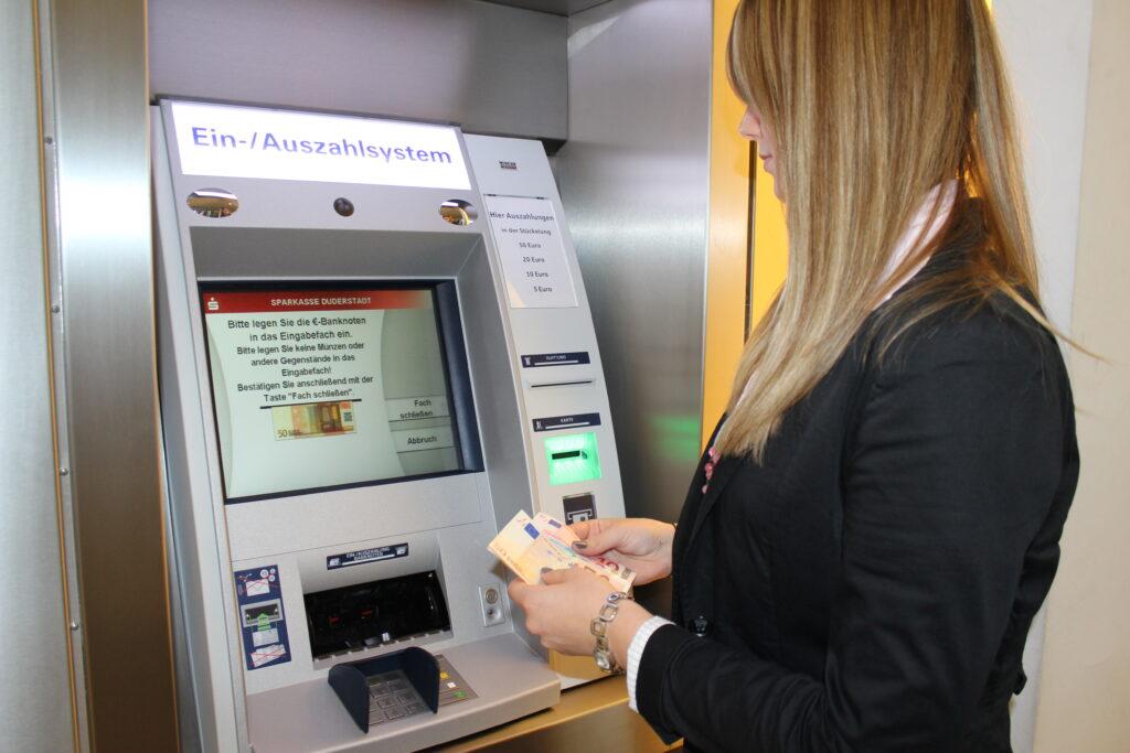 Ein- und Auszahlautomat