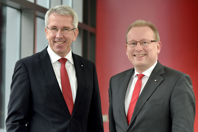 Uwe Hacke und Markus Teichert, Vorstand der Sparkasse Duderstadt